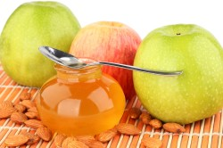 Яблочная маска с медом для увеличения груди