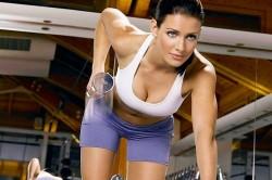 Увеличение груди с помощью гантелей