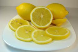 Лимон для осветления волос на лице