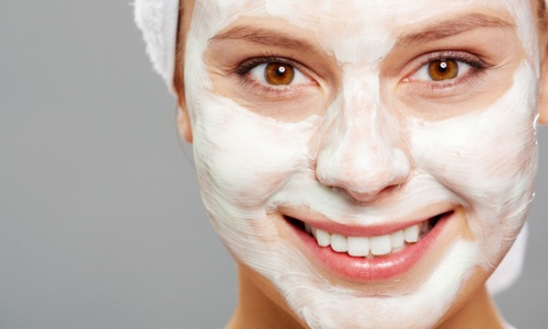 Использование отбеливающей маски для лица