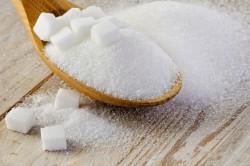 Соль и сахар для приготовления скраба от растяжек