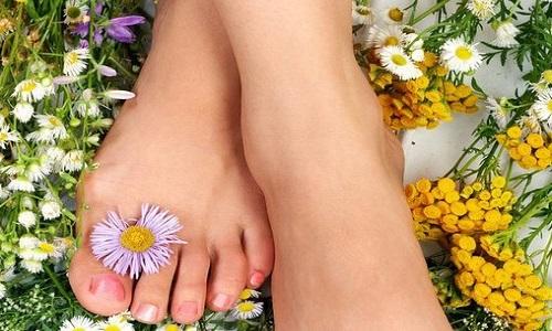 Избавление от потливости ног с помощью ванночек и отваров