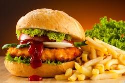 Вредная пища - причина появления прыщей