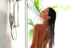Горячий душ перед нанесением антицеллюлитной маски
