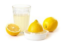 Лимонный сок - один из компонентов пасты для шугаринга