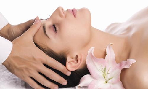 Сеанс косметического массажа лица