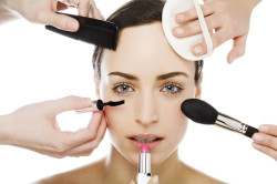 Частое использование косметики - причина расширенных пор