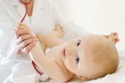 Осмотр новорожденного дерматологом