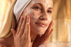 Нанесение маски с витамином Е