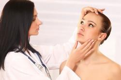 Консультация косметолога перед процедурой пилинга