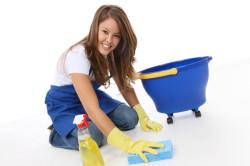 Использование перчаток во время уборки для профилактики сухой кожи рук