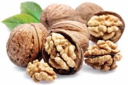 Польза орехов при сухой коже рук